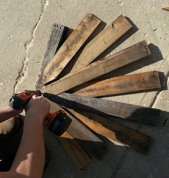 christmas pallet wood | Recycled Wood Pallets Thanksgiving Turkey Decoration