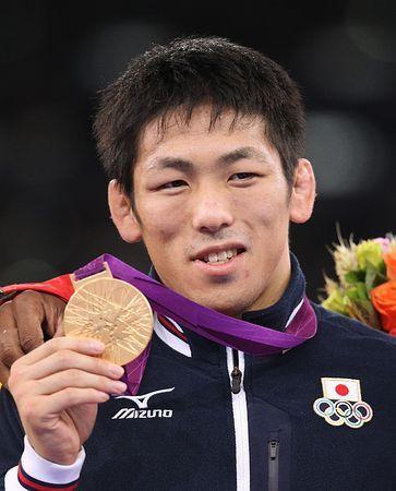 ロンドン五輪のレスリング男子フリースタイル66キロ級で金メダルを獲得した米満達弘=2012年8月12日 ▼22Jan2015時事通信|ロンドン金の米満が引退=男子フリースタイル66キロ級-レスリング http://www.jiji.com/jc/zc?k=201501/2015012200250