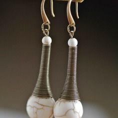 Boucles d'oreilles cône ressort bronze et perles de magnésite du kentucky