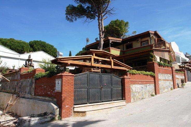 http://www.turkeyhousesforsale.com/property/real-estate-kusadasi-6300