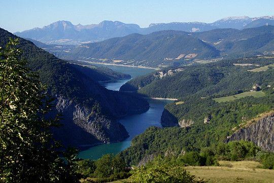 A quelques kilomètres de Grenoble, aux portes du Trièves, Le lac de Monteynard