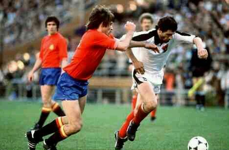Austria 2 Spain 1 in 1978 in Buenos Aires. Hans Krankl drives forward in Group 3 at the World Cup Finals.