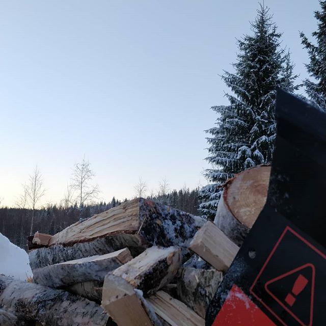 Vähän modernimpaa klapin tekoa #klapikone #ruralfinland #korpelantorppa