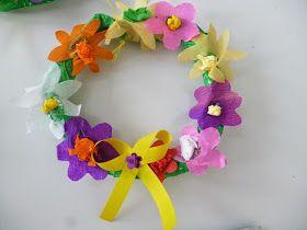 Πρωτομαγιά      Λουλούδια ας διαλέξουμε   και ρόδα και κρίνα   κι ελάτε να πλέξουμε   στεφάνια με κείνα,   στο Μάη που σήμερα   προβά...
