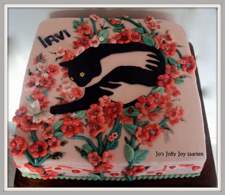 Jo's Jolly Joy taarten; taart voor Irvi haar 14e verjaardag, met haar poes Minoes, vulling aardbeicrème en chocoladecrème en stukjes chocolade