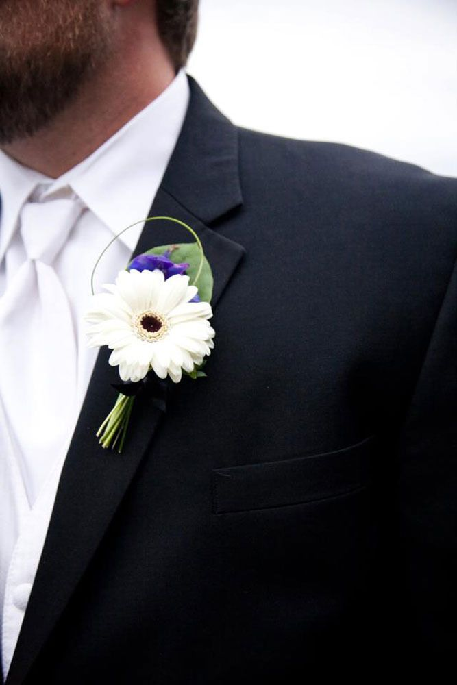 White gerbera daisy boutonniere for the Groom, but no blue accent.