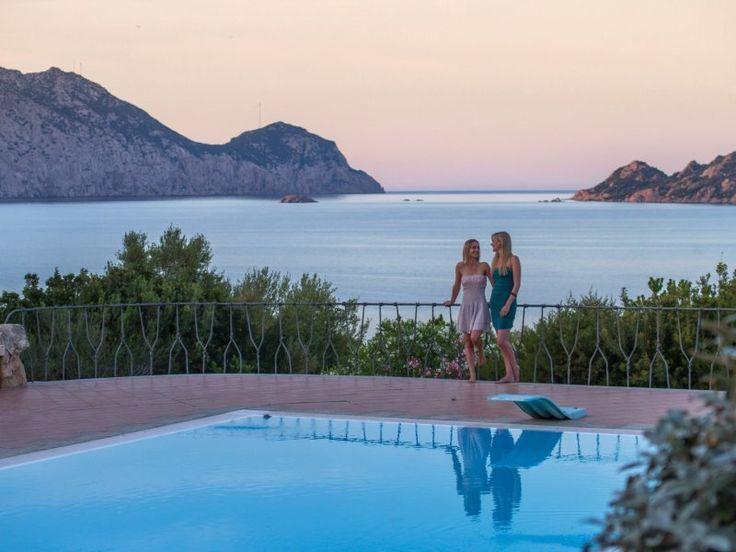 Privater Pool Mit überwältigendem Blick Auf Die Insel TavolaraVilla Cala  Ginepro Ist Ein Herrliches Feriendomizil Mit