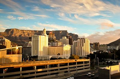 Table Mountain & City Tour - Experience a number of the Cape's top attractions, from the imposing Castle of Good Hope to the colourful Bo Kaap, the vibrant Green Market Square and the South African Museum, not to mention the beautiful Company Gardens.