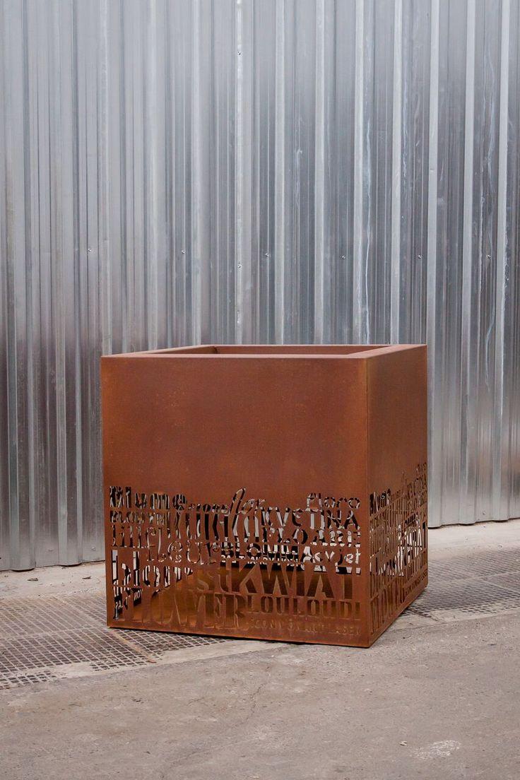 Donica metalowa - Industrialne donice metalowe. Zapoznaj się z ofertą industrialnych donic metalowych oferowanych przez Icon Concept, zapraszamy.