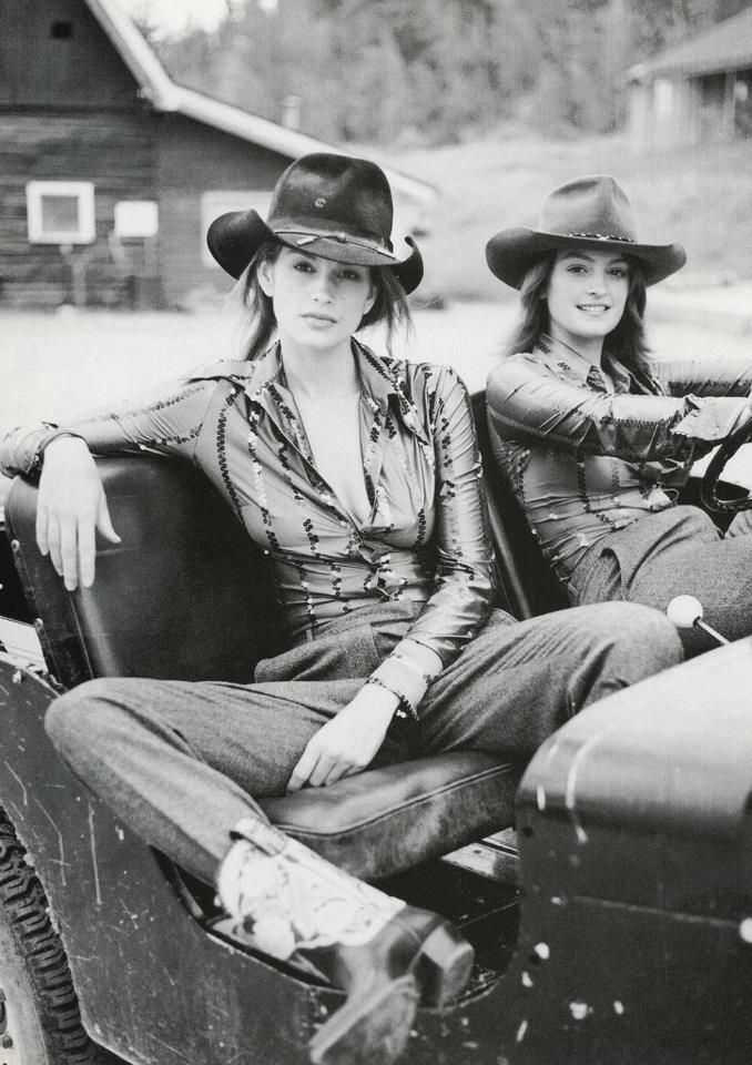 80s-90s-supermodels:  Vogue Italia, 1996 Models: Cindy Crawford & her sister