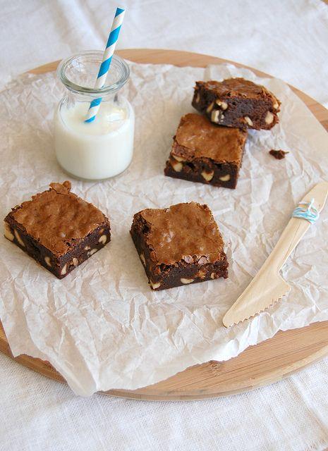 Salty nougat fudge brownies / Brownies com amendoim e Snickers by Patricia Scarpin, via Flickr