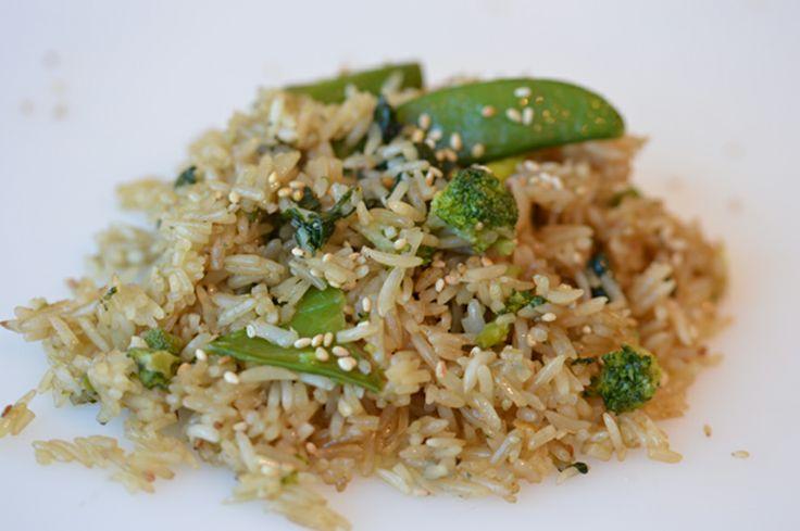 Green rice: ricetta originale W.O.K., riso saltato nella wok con piselli, asparagi, bieta, spinaci, broccoli e semi di sesamo. Original W.O.K. recipe: wok-fried rice, peas, asparagus, sesame seeds, chards, spinach, broccoli.