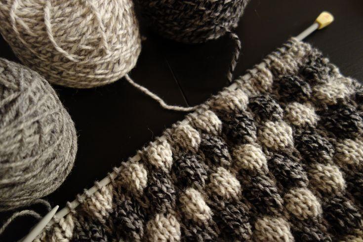 Tee-se-itse-naisen sisustusblogi: Bubble Knit Pillow Cover 50 x 50 cm.