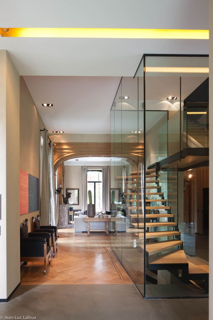 Glass used to enclose staircase #glass #staircases #surfaces #designer #interiordesigner #interiordesigners #bespoke #homes #design #homedesign