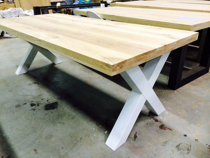 Eettafel X wit staal - Uitverkoop - Kaldenbach meubels