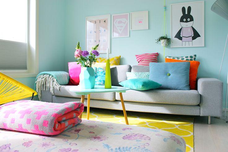 farger-stue-sofa-sofabord-teppe-vase-pute-bilde ...