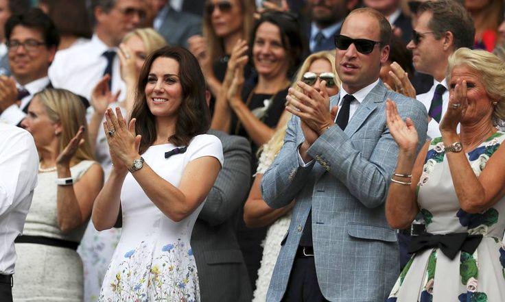 Kate Middleton e o príncipe William aplaudem Roger Federer POOL / REUTERS