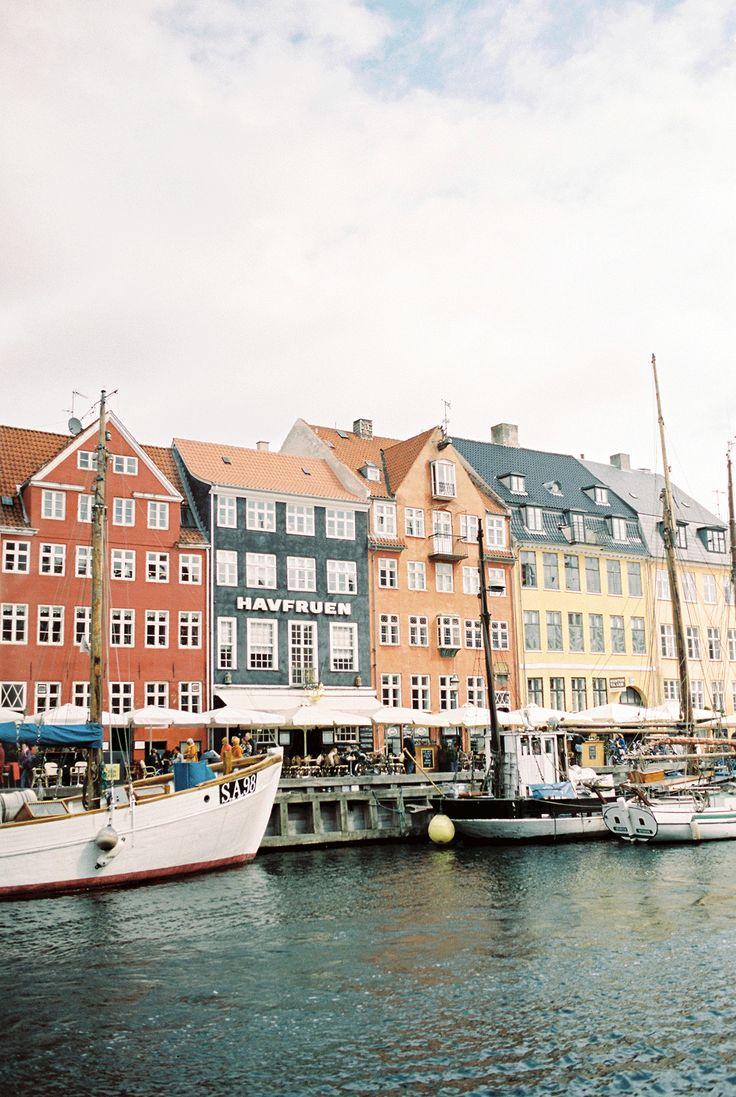Ben je al eens in Kopenhagen geweest? Een gave stad voor je huwelijksreis! Foto: Raisa Zwart Photography