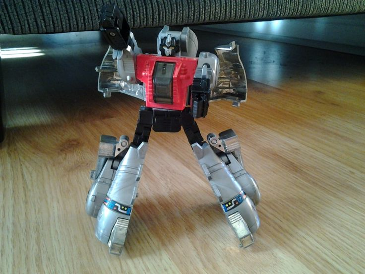 Check out a couple of Throwback Thursday toy reviews for the Transformers dinobots of Grimlock and Sludge before Power of the Primes on Youtube at Dennis Moulton AKA GotBot!