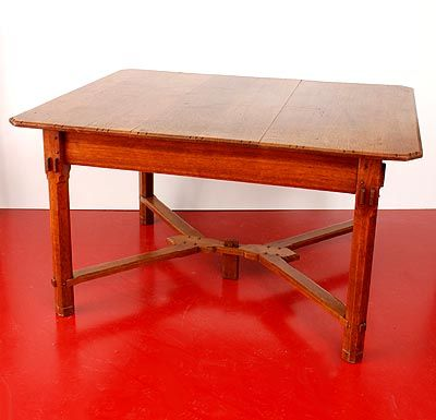Oak Nieuwe Kunst table with handcarved decoration design A.J.Kropholler 1881-1973 the Netherlands ca.1905