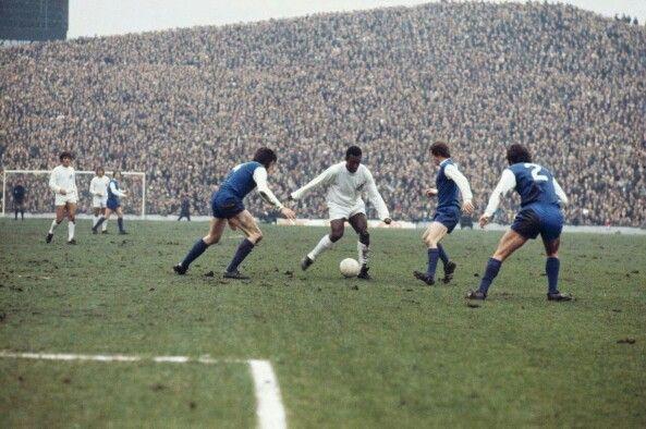 Pelé un action forma Santos F.C at Hisborough Vs Sheffield Wednesday F.C  un 1962.