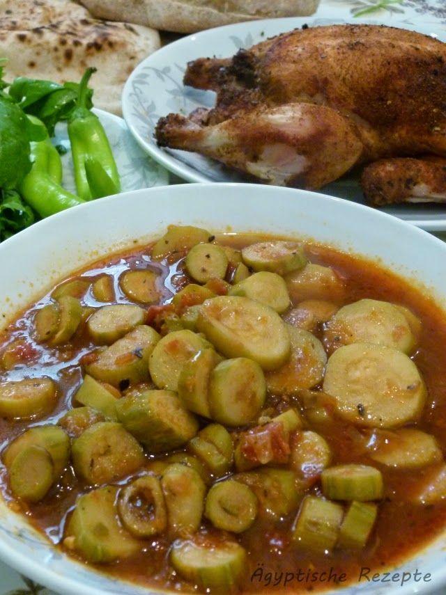 Zucchini in Tomatensoße - Kuusa Zutaten für ägyptische Zucchini mit Tomaten Zutaten: 750g kleine Zucchini 1 Zwiebel 2 Tomaten 2 EL Tomatenmark Thymian * 2 Knoblauchzehen