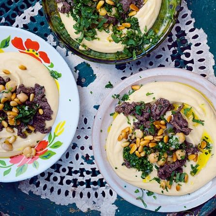 Hummus kawarma (lamb) with lemon sauce.