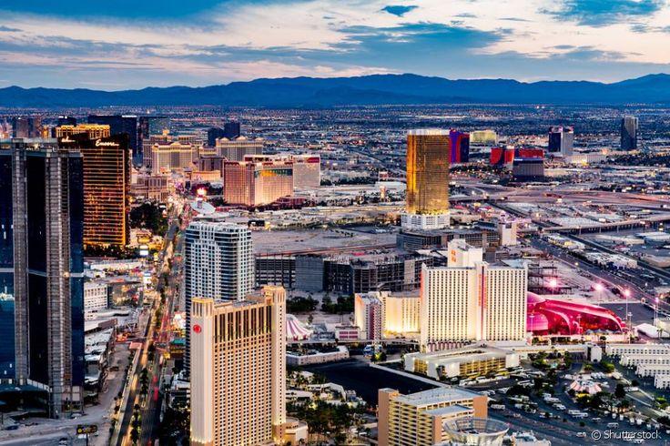 Loterias são proibidas em Las Vegas. Apesar de ser o centro de jogos de azar do país, o estado de Nevada não permite a abertura de loterias nem a venda de bilhetes lotéricos. Muitos dizem que essa lei existe para que pessoas gastem mais dinheiro nos cassinos.