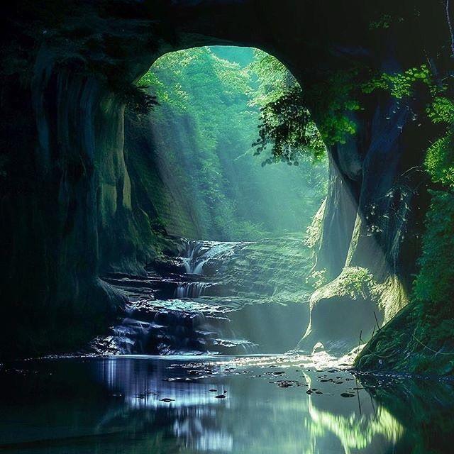 都心から1時間の秘境。Instagramから世界で話題になった絶景「濃溝の滝」 MERY [メリー]