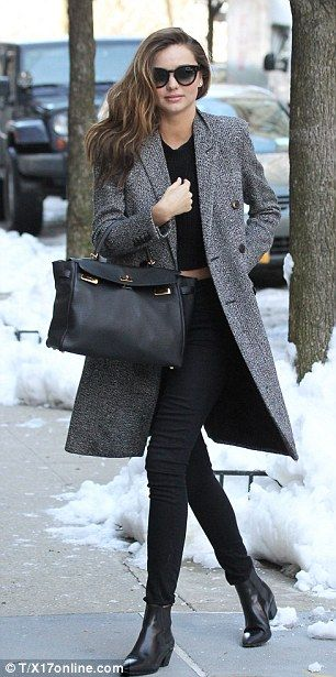 Miranda Kerr in the streets of New York.  @Apple4EggHobby