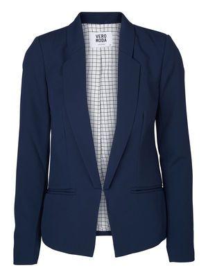 Amazingf blue blazer from VERO MODA. It's perfect for a top-to-toe blue look. #veromoda #blue #blazer #fashion #style