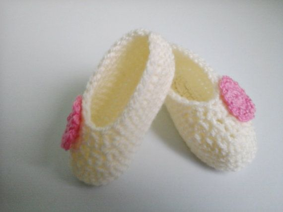 Crochet Baby Booties Cream and Pink Crochet Baby by ZsuzsaBoutique