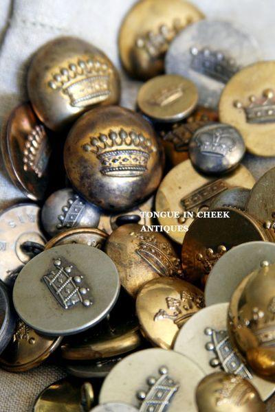 crown buttons found at the brocante boutons d 39 hier et d. Black Bedroom Furniture Sets. Home Design Ideas