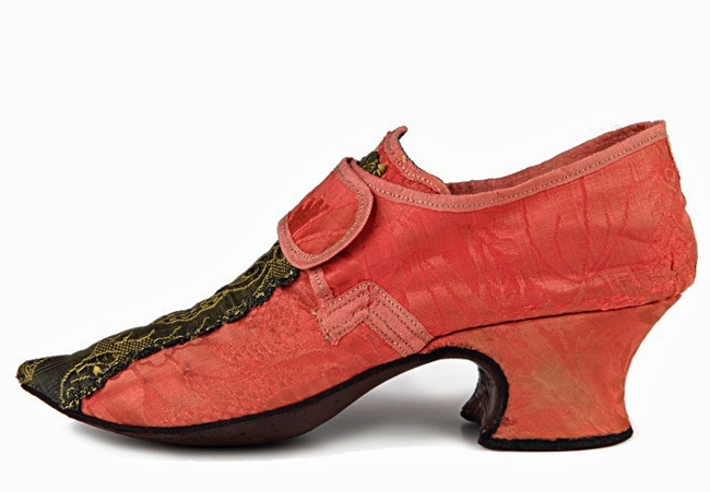 Salmon pink damask shoes with pointed toes and central braidwork decoration to vamps. | c. 1745-50