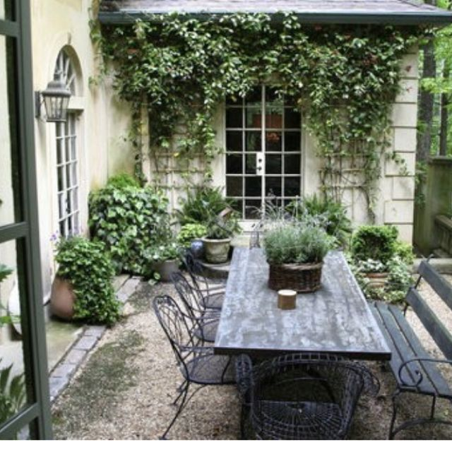 Outdoor dining. Inspiration for our holiday home in France. To rent visit www.lebeaufief.co.uk #gardens #outsidedining