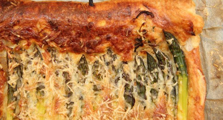 Zöldspárgás-sajtos párna recept: Egy egyszerű Zöldspárgás-sajtos párna recept, amely vendégvárónak, reggelinek, délutáni csemegének, de akár előételnek is tökéletes a spárga szezonban! Ezt imádni fogja mindenki! ;)