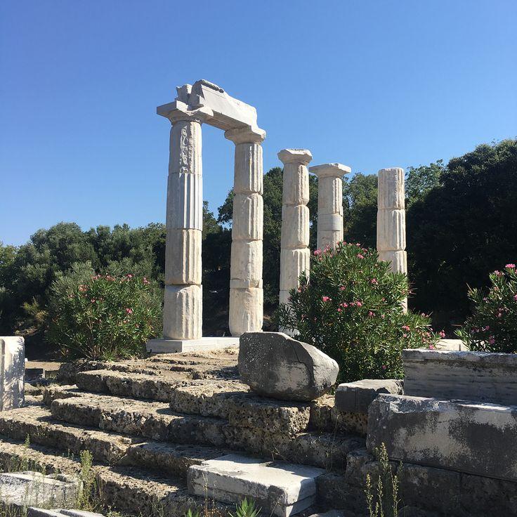 💙 GREECE 💙 #greekisland #samothraki #ancientruins #travel #rosinaperfumery #giannitsopoulou6 #glyfada #athens #greece #shoponline : www.rosinaperfumery.com 🇬🇷