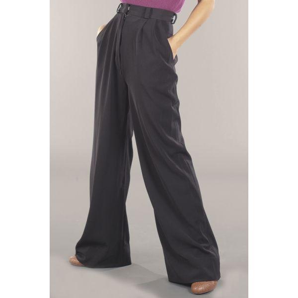 Eleganti e pratici pantaloni New Retrò dal taglio ampio.