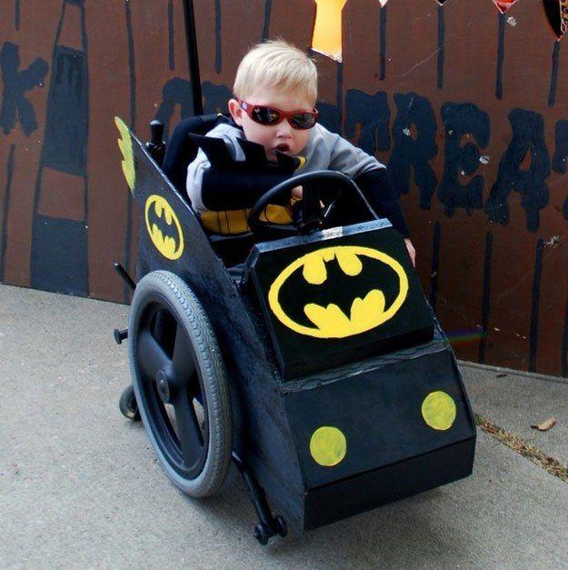 Disfraces para niños en silla de ruedas: Batman y su batmóvil