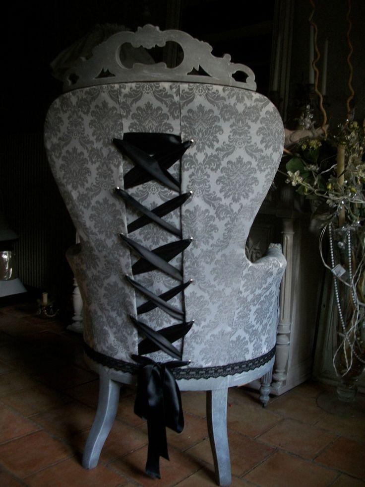 Les 25 meilleures id es de la cat gorie chaises d cor es for Chaise voltaire