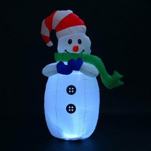 Este muñeco de nieve inflable, cuenta con un detalle peculiar, aparte de ser inflable, tiene luces LED para dar ambiente decorativo ya para el interior y exterior del hogar.  Es una de las figuras decorativas más navideñas de Aosom. En Aosom vendemos online en www.aosom.es con envíos a España y Portugal en 24h/48h.