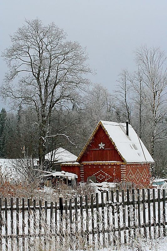 A tiny hut in Pikalyovo, an old Russian town, located 246 kilometres (153 mi) southeast of St. Petersburg, Russia