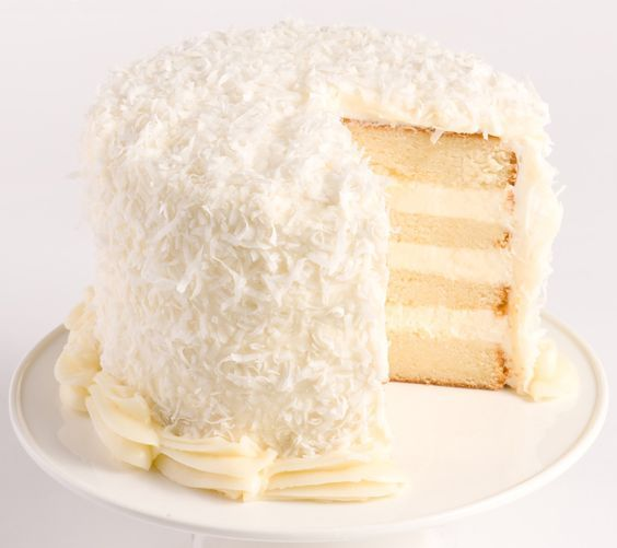 Réalisez un magnifique layer cake à la noix de coco et impressionnez tous vos amis pour finir le repas en beauté