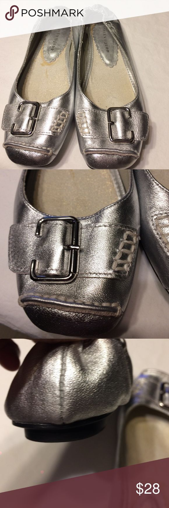 Ashley Judd great flats! Silver slippers Wow Ashley Judd Shoes Flats & Loafers