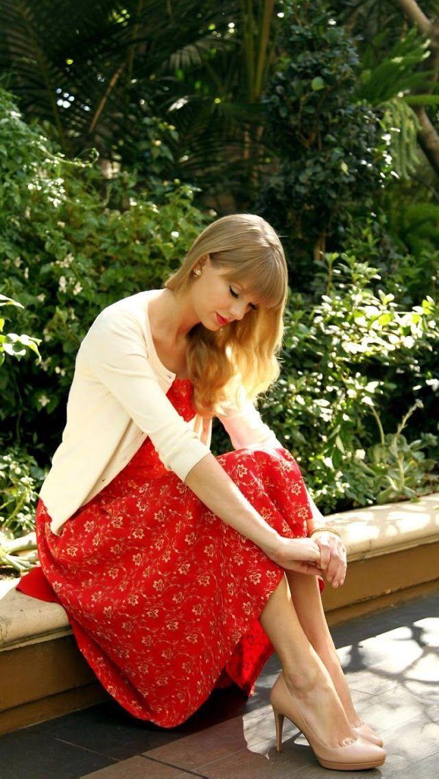 Vestido Vermelho + Casaquinho Branco