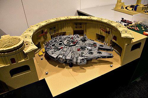 Docking Bay 94 (& Falcon) in LEGO   Flickr