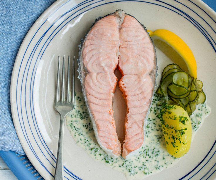 - Kokt Laks med Agurksalat, Seterrømme, Persille-Poteter og Sandefjordsmør - poached salmon with cucumber salad, parsley-potatoes, sour cream and sandefjord-butter sauce