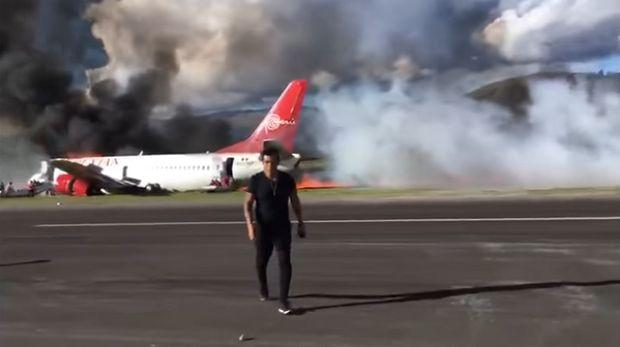 (Video) Avión de Peruvian estalla al aterrizar con 140 pasajeros a bordo - http://www.esnoticiaveracruz.com/video-avion-de-peruvian-estalla-al-aterrizar-con-140-pasajeros-a-bordo/