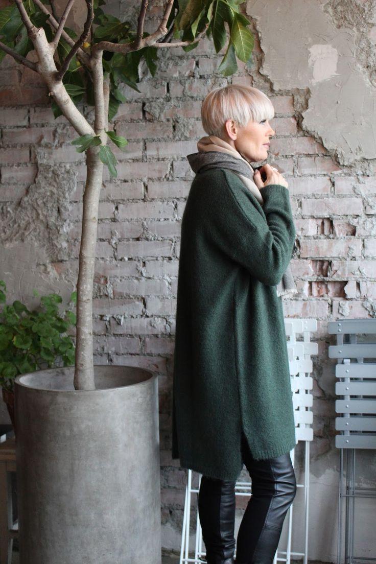 Høst + strikk = sant   Deilig oversize genser 1900,- og jakke 1700,- fra Line of Oslo   Skinnbukse fra Cream 2100,- Et must-have til høs...