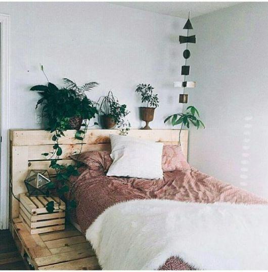 plantas na cabeceira da cama